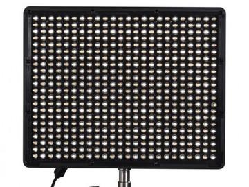 Udlejer: 2 X LED PANELS APUTURE inkl STATIV
