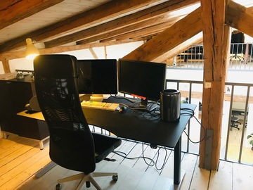 Udlejer: Open Plan editing desk (Wet)
