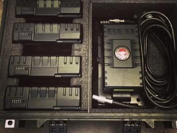 Udlejer: 5 stk 140Wh V-Lock batterier inkl. 2-vejs lader
