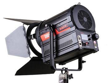 Udlejer: SWIT BI-COLOR STUDIO LED SPOTLIGHT 300W (S-2330)