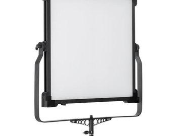 Udlejer: LS V-5000ASVL VICTORSOFT 2x2 BI-COLOR LED LIGHT