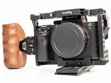 Udlejer: Sony a7sii Med Smallrig cage + Handgrip (BODY ONLY)