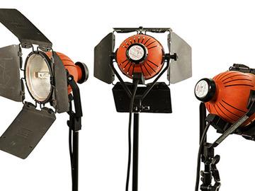 Udlejer: RED HEADS 3x 650w IANIRO