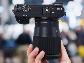 Udlejer: Sony a6300 + Sigma 16 mm 1,4 og kit linse
