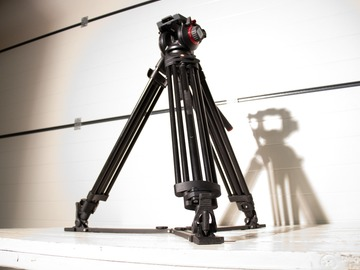 Udlejer: Manfrotto 504 HD/546GBK statief