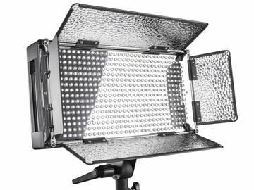 Udlejer: 2x Walimex pro LED 500