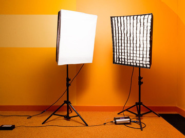 Udlejer: 2 x FalconEyes Roll-Flex LED studio softboxes