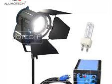 Lender: HMI step lens 1250 W with tripod