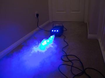 Lender: Smoke Machine 700W - with Blue LED Lights