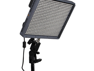 Lender: Aputure Amaran HR672C Bi-Color LED Flood Light