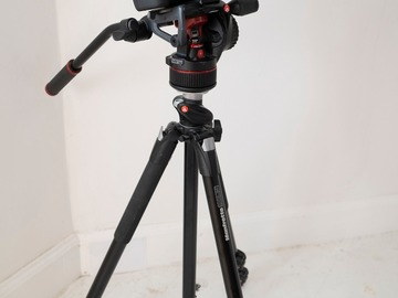 Lender: Canon 5D IV (c-log) + 35  f 1,4 + 24 -70  KAMERAPAKKE