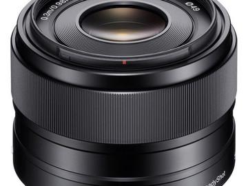 Lender: Sony E 35mm f/1.8