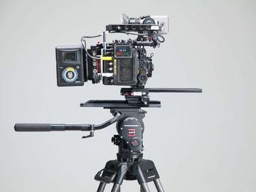 Lender: Alexa mini accessories(viewfinder,cards,cameraCage,Batteries
