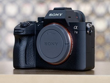 Lender: Sony Alpha A7S III Inkl 3 batterier + Cube lader
