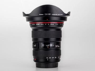Lender: Photo pack : Canon lenses 50mm 1.2 + 16-35mm 2.8 + sigma adaptor + flash