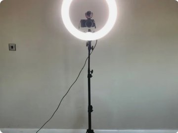 """Lender: Neewer Ring Light Dimmable 18"""" 75W w/ Case"""
