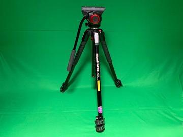 Lender: Manfrotto 190 tripod + MVH500AH Pro Fluid Video head + bag (3 section)