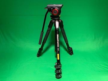 Lender: Manfrotto 190 tripod + MVH500AH Pro Fluid Video head + bag (4 section) (min 2 days)