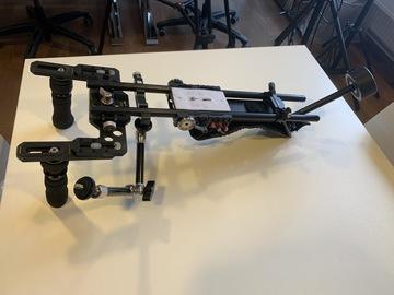 Lender: Tilta Shoulder Mount med counterweight & Focus/zoom puller