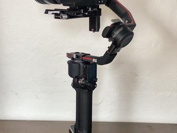 Lender: A7S III +  Sony FE 24-105mm + DJI Ronin RS2